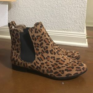 Leopard print Chelsea ankle boot